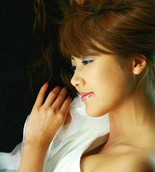 2006年安めぐみの画像.png