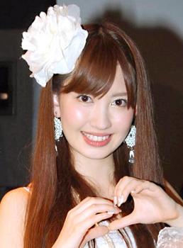 2010年小嶋陽菜.png