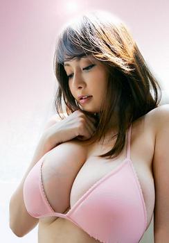2010年杏璃の豊胸画像.png