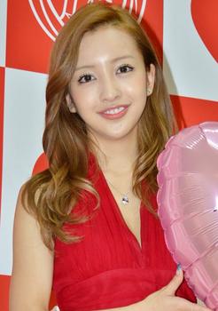 2014年6月板野友美の画像.png
