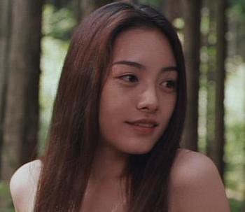 仲間由紀恵の1999年20歳の映画整形画像.png