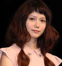 宮崎あおいの整形2012年の舞台挨拶画像.png