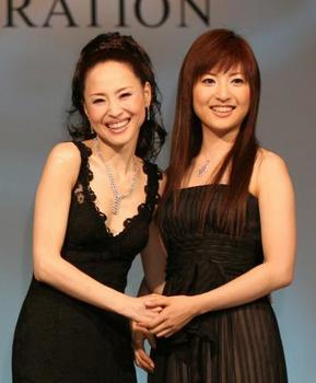 松田聖子と神田沙也加の親子画像.png